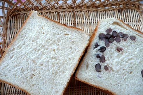 ハルユタカとナンブのブレンドでバター食パンと豆食パンを焼きました。もっちりさっくりおいしいですよ!