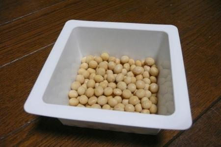 収穫した幸運の大豆