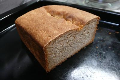 金沢大地の電動石臼キッチンミルでナンブ小麦玄麦を挽いてパン作り